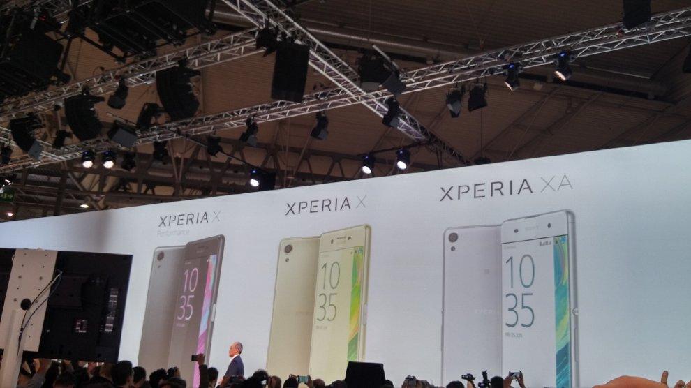 Sony presenta su nuevo smartphone Xperia y los wearables Ear y Eye 2